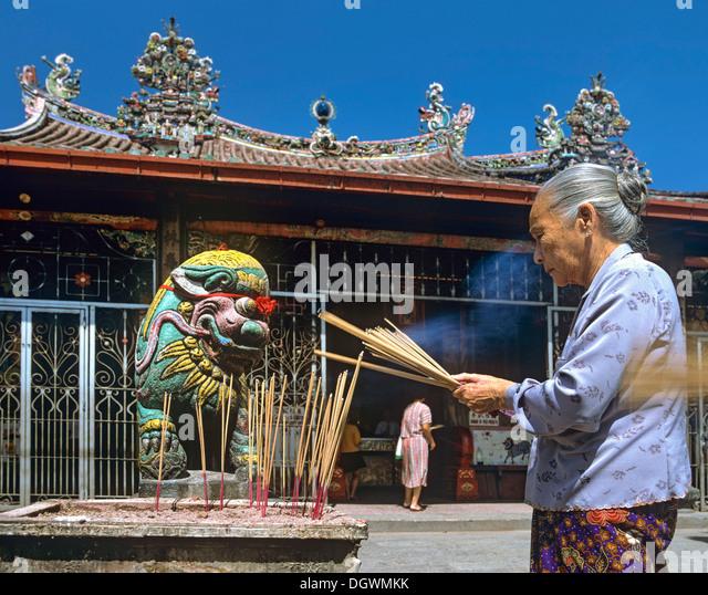 Kuan yin temple singapore lots of fish dating 5