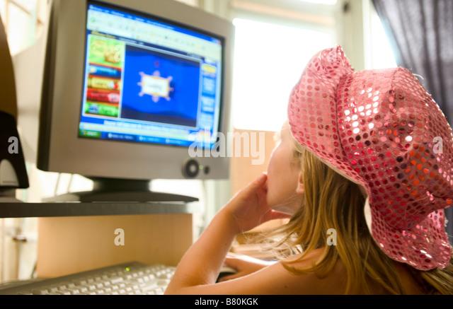 girl playing game on computer - Stock-Bilder