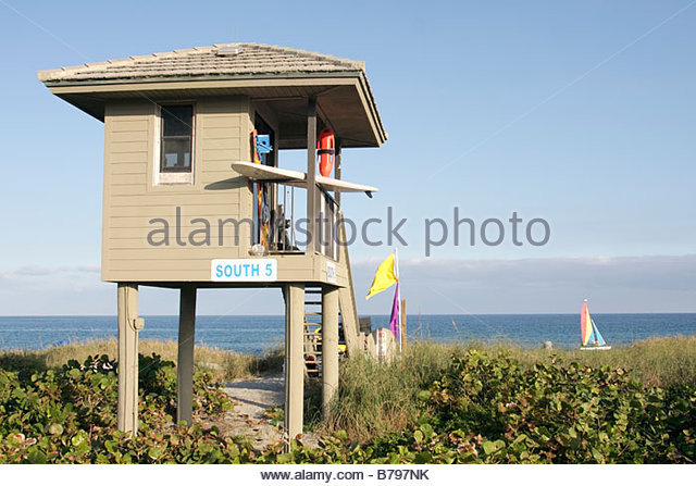 Florida Delray Beach Atlantic Ocean Ocean Boulevard public beach lifeguard stand station surfboard safety tide flags - Stock Image