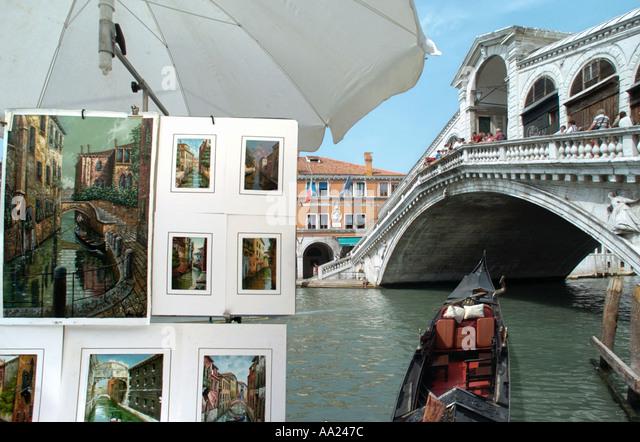 Display of paintings in front of the Rialto Bridge, Venice, Italy - Stock-Bilder
