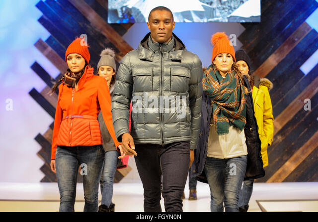 Models on the catwalk at Moda, Birmingham NEC, UK, 22nd February 2016. Credit:  Antony Nettle/Alamy Live News - Stock-Bilder
