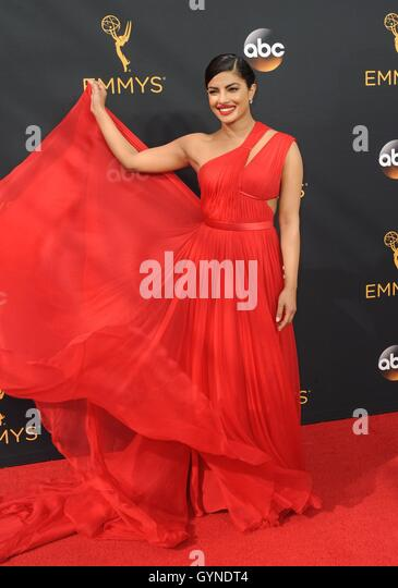 Los Angeles, CA, USA. 18th Sep, 2016. Priyanka Chopra at arrivals for The 68th Annual Primetime Emmy Awards 2016 - Stock-Bilder