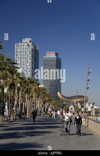 Barcelona beach Platja de la Barceloneta Hotels Arts Sculpture of Frank Gehry - Stock Image