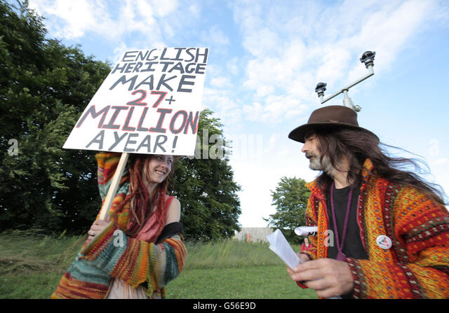 Avebury, UK. 20th June, 2016. Protests at Stonehenge Summer Solstice celebrations against English Heritage introduction - Stock Image