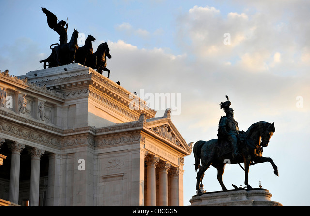 National Memorial to King Vittorio Emanuele II, Vittoriano or Altare della Patria, with the Quadriga della Libertà - Stock Image