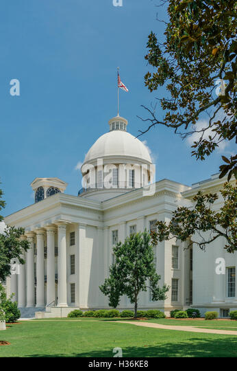 The Alabama state capitol building on a clear day. - Stock Image