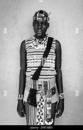 A Girl From The Banna Tribe In Traditional Costume, Key Afar, Omo Valley, Ethiopia - Stock-Bilder