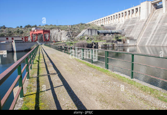 Gabriel y Galan reservoir, Caceres, Spain. Hydro-electric plant area - Stock Image