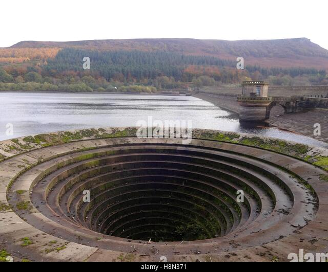 ladybower reservoir plughole bellmouth overflow - Stock Image