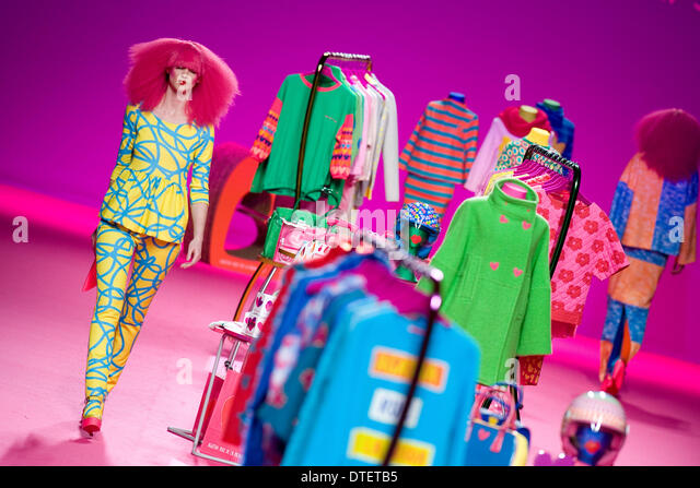 Madrid, Spain. 16th Feb, 2014. A model showcases designs by Agatha Ruiz de la Prada on the show during Mercedes - Stock-Bilder