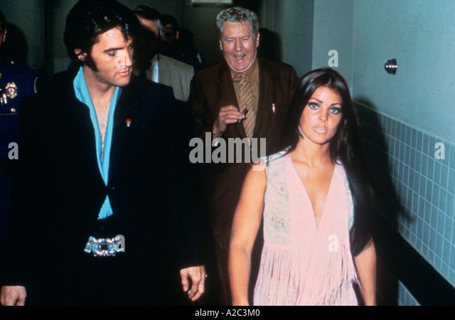 ELVIS PRESLEY with father Vernon and wife Priscilla - Stock Image
