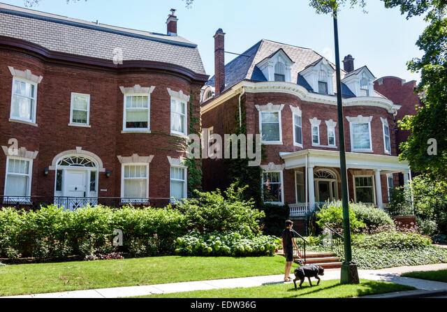 Chicago Illinois South Side South Woodlawn Avenue houses homes mansions walking dog resident - Stock Image