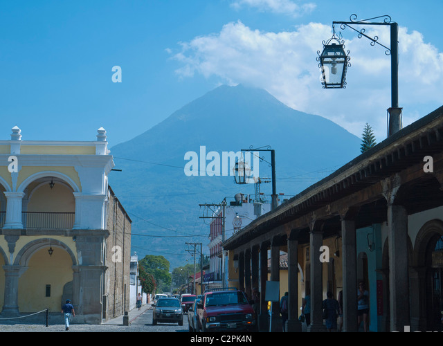 A view of 'Volćan de Aqua' or 'Volcano of Water' from the central part of the city of Antigua, Guatemala. - Stock Image