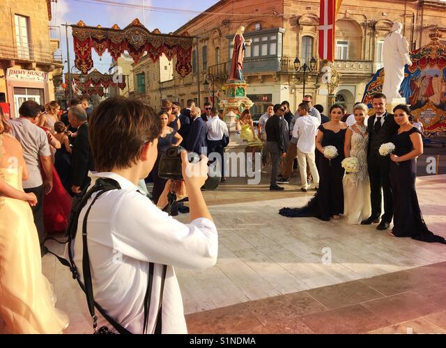 Photographer shoots wedding couple bride and groom in Xaghra, Gozo, Malta - Stock Image