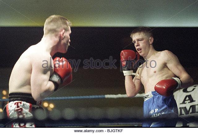 31/01/92 LIGHTWEIGHT CONTEST ALAN MCDOWAL V CHARLES SHEPPARD HOSPITALITY INN - GLASGOW Alan McDowall (right) backs - Stock Image