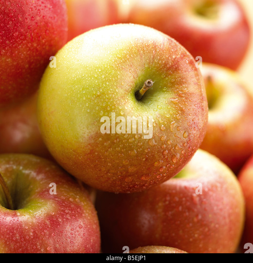 group shot of apples with water droplets - Stock Image