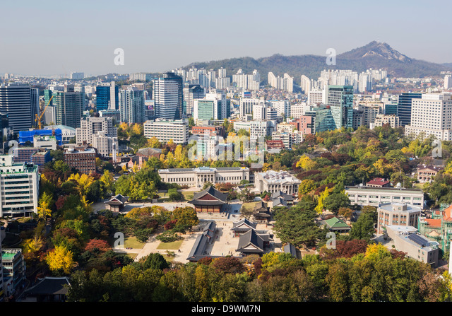 Elevated view over Deoksugung Palace, Gwanghwamun, Seoul, South Korea, Asia - Stock Image