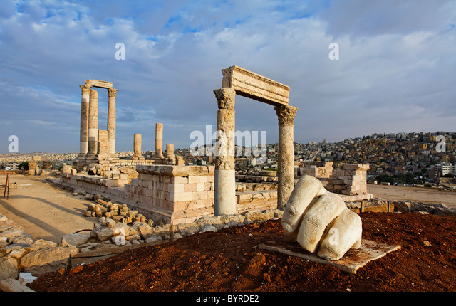 The Temple of Hercules and sculpture of a hand in the Citadel, Amman, Jordan - Stock Image