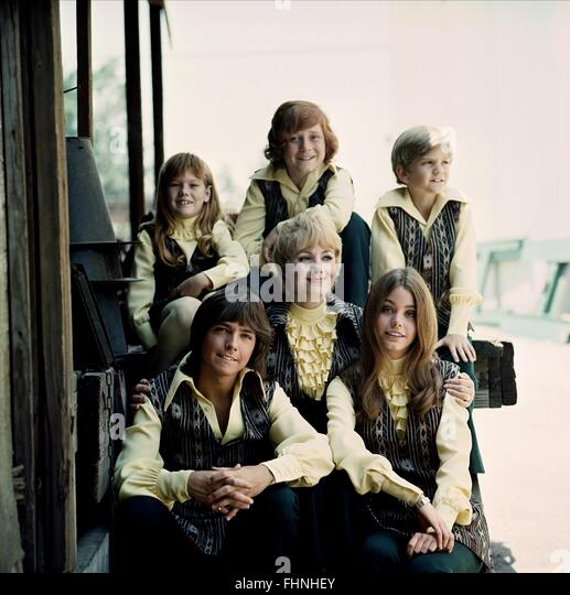 SUZANNE CROUGH BRIAN FORSTER DANNY BONADUCE DAVID CASSIDY SHIRLEY JONES & SUSAN DEY THE PARTRIDGE FAMILY (1970) - Stock Image