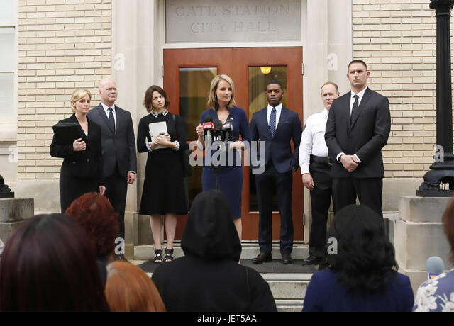 SHOTS FIRED  20th Century Fox TV series with Helen Hunt as Patricia Eamons, Governor of North Carolina - Stock-Bilder