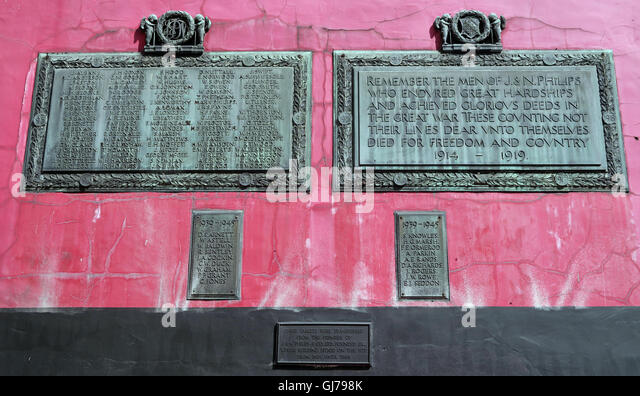Transferred 1914-18 & 1939-45 tablets Tib St, Manchester. Originally at J & N Phillips & Co Ltd 1826 - Stock Image