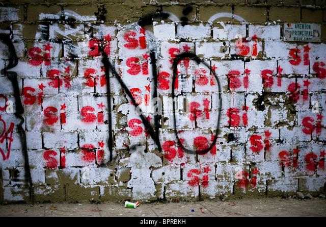 Opposing political graffiti in Caracas, Venezuela. - Stock Image