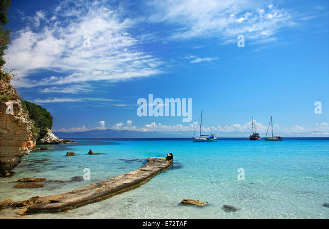 The small jetty at the exotic Voutoumi beach, Antipaxos ('Antipaxi') island, Ionian Sea, Eptanisa ('Seven - Stock Image