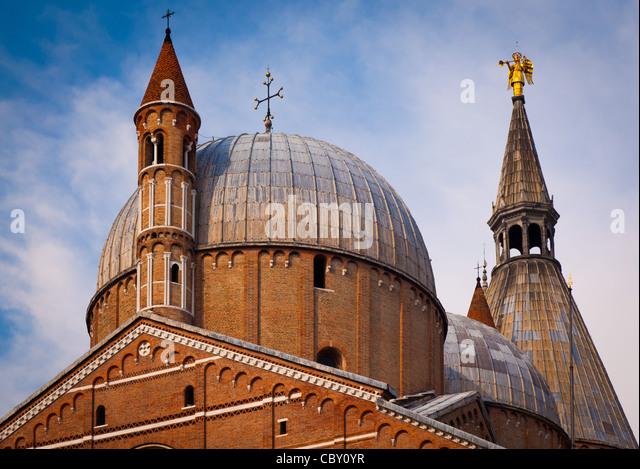 The Basilica of Saint Anthony of Padua is a Roman Catholic church and minor basilica in Padua, northern Italy. - Stock Image