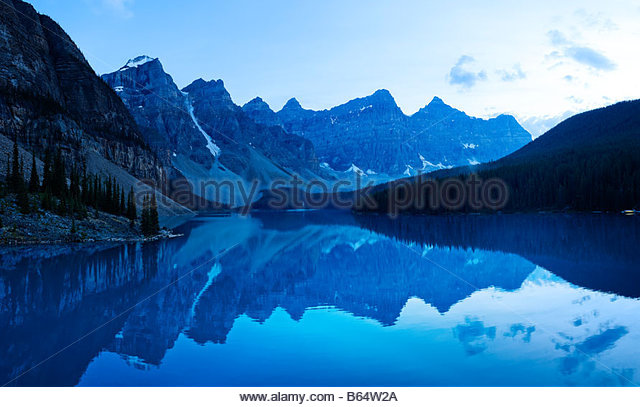 Moraine Lake and Valley of the Ten Peaks, Lake Louise, Banff National Park, Canadian Rocky Mountains, Alberta, Canada - Stock-Bilder