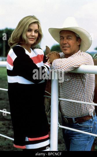 PRISCILLA PRESLEY & STEVE KANALY DALLAS (1985) - Stock Image