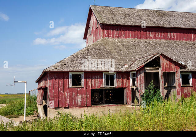 Illinois Sibley abandoned farm barn red - Stock Image