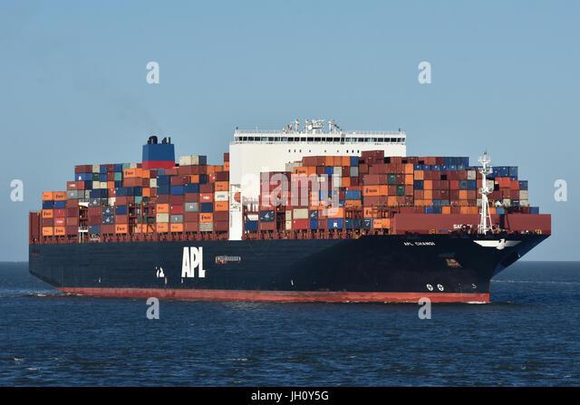 APL Changi passing Cuxhaven bound for Hamburg - Stock Image