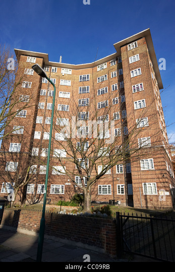 1930s built block of flats apartments in nw2 cricklewood north london London England UK United kingdom - Stock Image