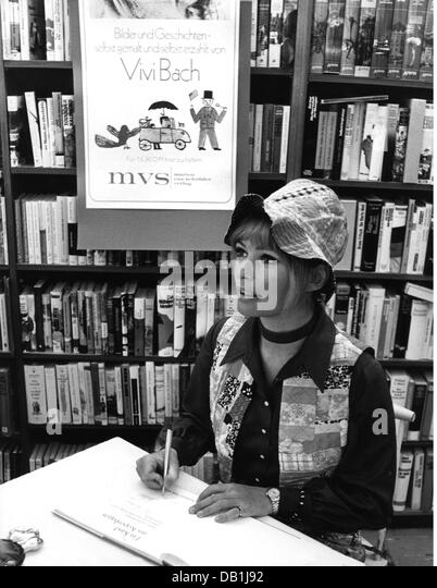 Bach, Vivi, 3.9.1939 - 22.4.2013, Danish singer-actress, half length, at book-signing for her book 'Ein Kind - Stock Image