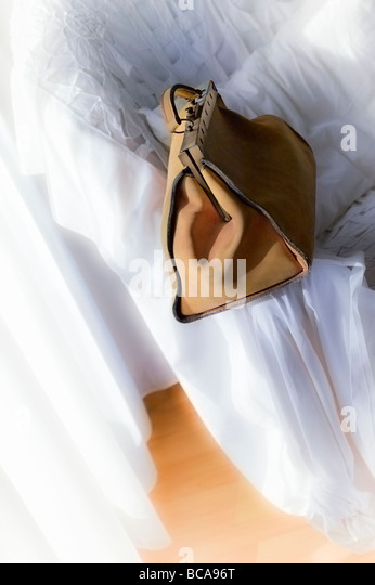 Travelling leather bag in timeless white interior setting - Stock Image