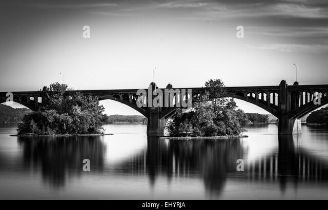 Long exposure of the Veterans Memorial Bridge over the Susquehanna River, in Wrightsville, Pennsylvania. - Stock Image