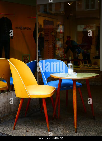 Nostalgia Nostalgic Table and Chair at sidewalk coffee shop - Stock-Bilder