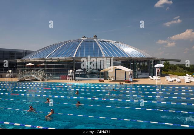 La piscine stock photos la piscine stock images alamy for Piscine olympique