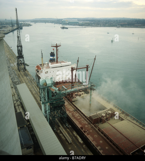 Looking down on a 26000 ton Lebanese grain ship loading its cargo at Southampton Docks - Stock-Bilder