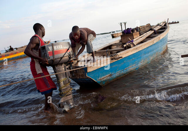 fishermen fixing engine at traditional fishing boat, Burundi, Mvugo, Nyanza Lac - Stock Image