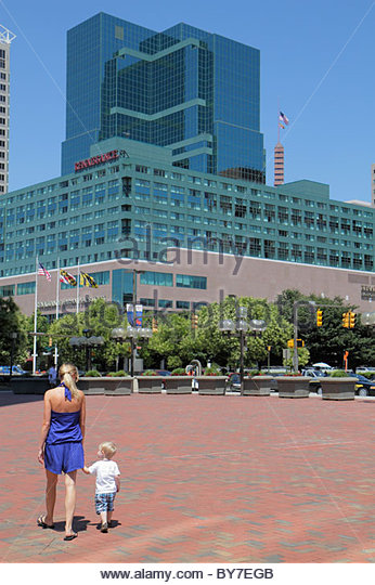 Baltimore Maryland Inner Harbor Harborplace festival marketplace promenade Renaissance hotel woman boy toddler mother - Stock Image