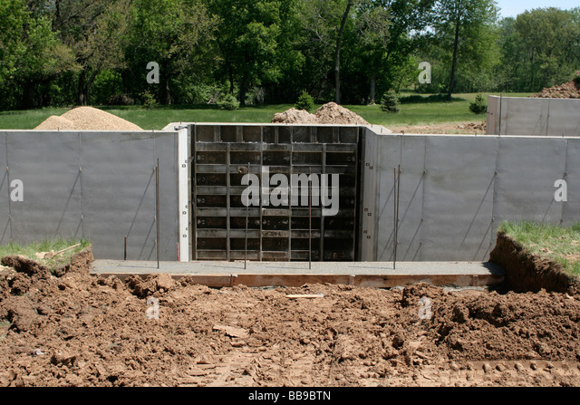 Remaining stock photos remaining stock images alamy for Poured basement walls