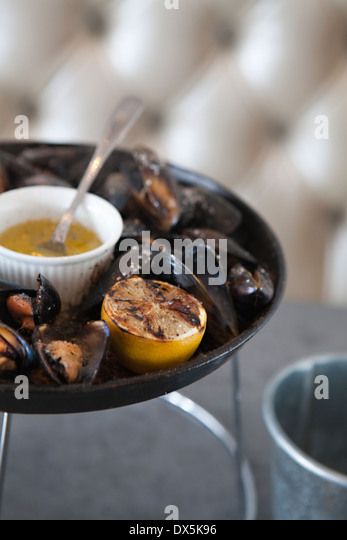 Fresh oysters with charred lemon and sauce, close up, high angle view - Stock Image