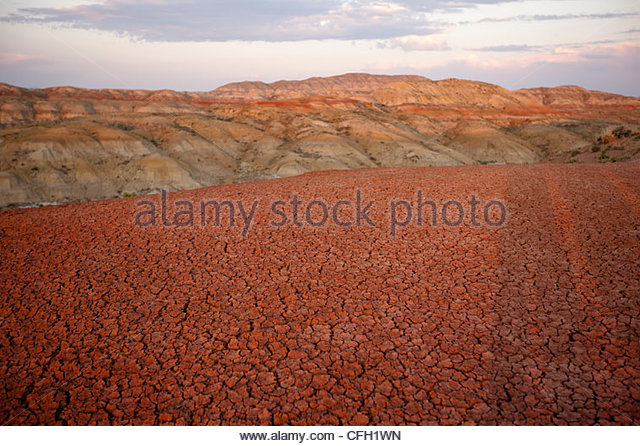 Red rust bands of oxidized soil mark the Bighorn Basin. - Stock Image