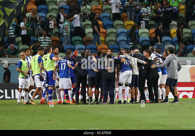 Lisbon, Portugal. 01st Oct, 2017. Porto«s team at the end of the match during Premier League 2017/18 match - Stock Image