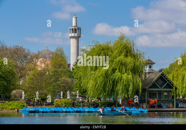 The Regents Park Boating Lake and London Central Mosque - Stock Image