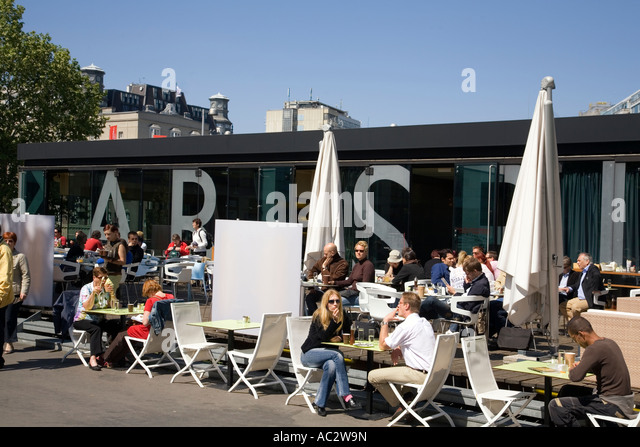 Vienna Kunsthalle street cafe - Stock Image