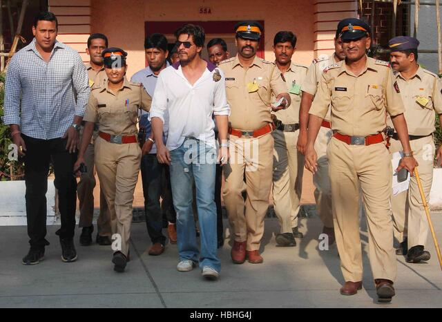 Bollywood actor Shahrukh Khan after casting his vote for the Lok Sabha elections, in Mumbai, India - Stock-Bilder