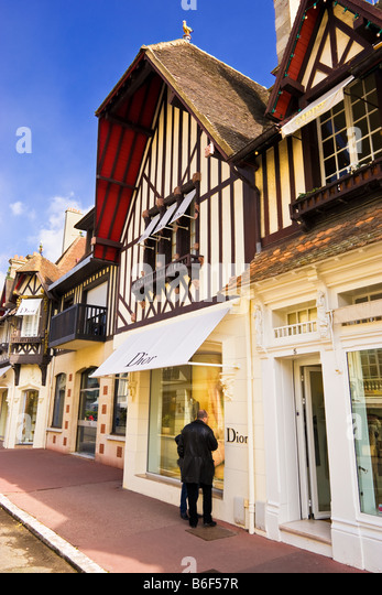 luxury french clothing shops stock photos luxury french clothing shops stock images alamy. Black Bedroom Furniture Sets. Home Design Ideas