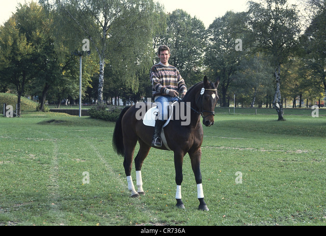 Beerbaum, Ludger, * 26.8.1963, German show jumping rider, half length, with horse Rauex Royal, October 1991, 1990s, - Stock Image